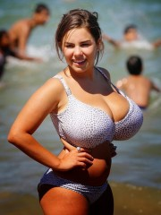 terribles-tetas-amateurs-en-bikini