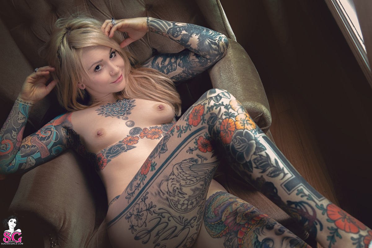 image Chica sexy con tattoos movimientos sexys 1